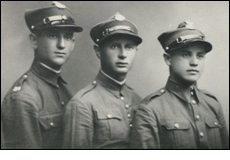 Samuel Jarniewski (far right) in the Polish army.